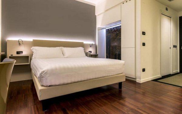 43 Station Hotel Room